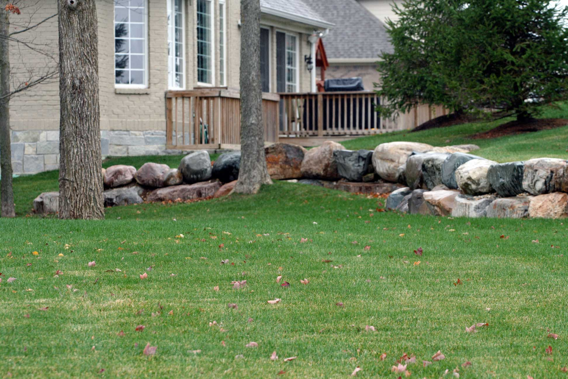 Landscape Retaining Wall with Glacial Granite from Green Stone | Noblesville and Indianapolis, Indiana