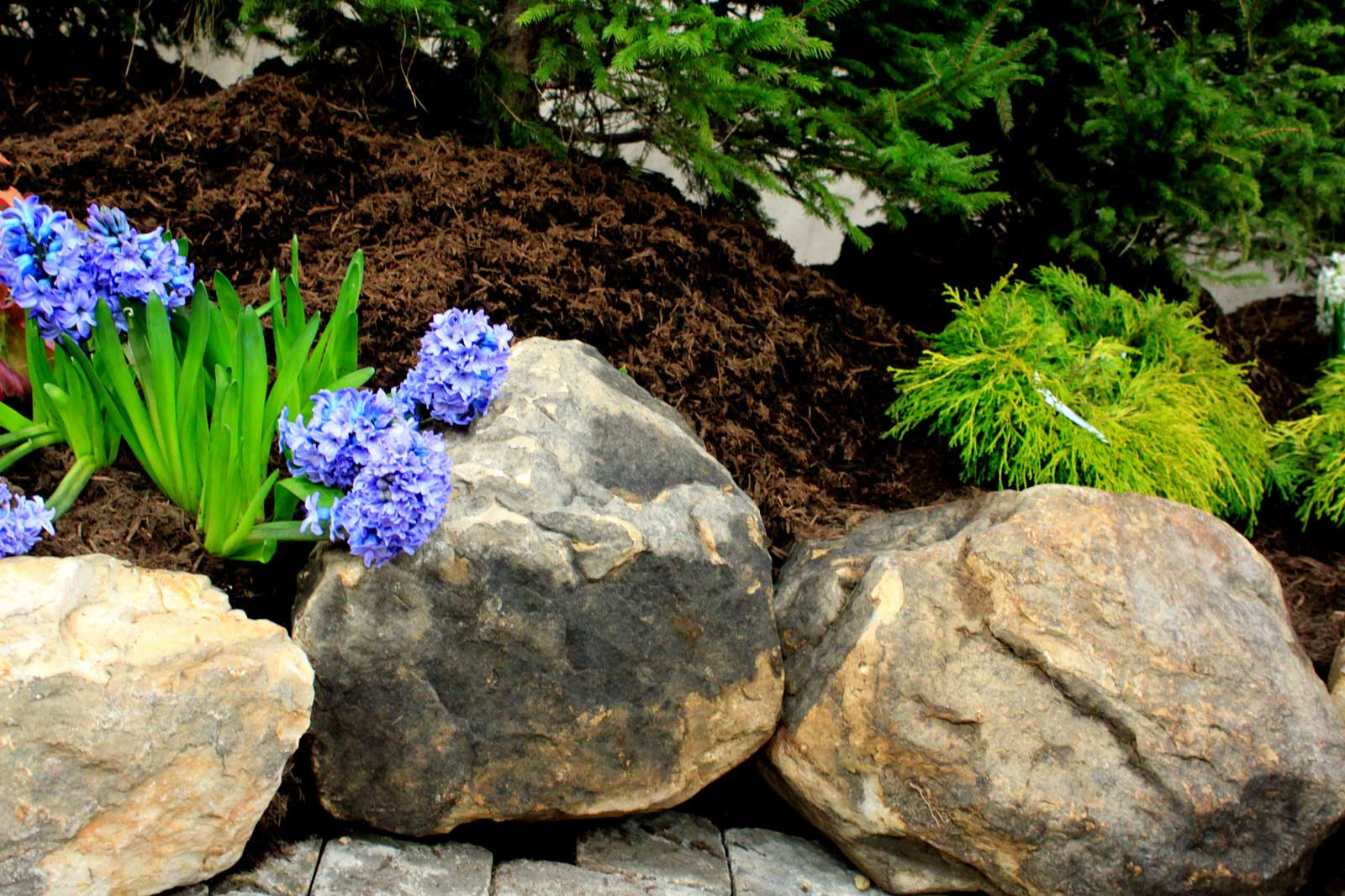 Landscape feature with Indian Creek Medium Booulders from Green Stone | Noblesville and Indianapolis, Indiana