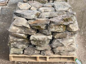 pennsylvania-weathered-fieldstone-3-5-irregular-wall-construction-landscape-hardscape-greenstone-naturalstone-wholesaler