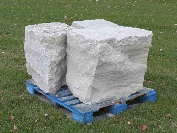 canyon-gray-chunk-boulders-ledgerock-greenstone-natural-stone-supplier-landscape-supply