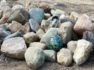 glacial-granite-boulders-12-18-boulders-ledgerock-greenstone-natural-stone-supplier-landscape-supply-1