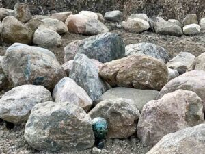 glacial-granite-boulders-24-36-boulders-ledgerock-greenstone-natural-stone-supplier-landscape-supply-1