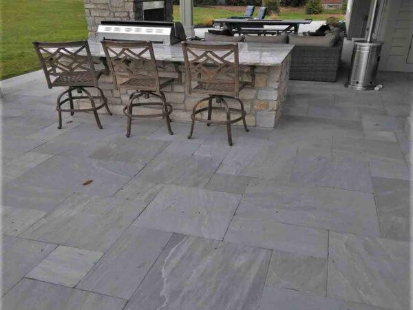 hudson-gray-tumbled-sandstone-patterned-patio-stone-greenstone-natural-stone