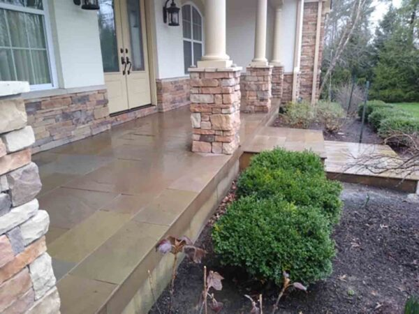 sedona-rustic-tumbled-sandstone-patterned-patio-stone-natural-stone-supplier-greenstone-landscape-amber-stone-1